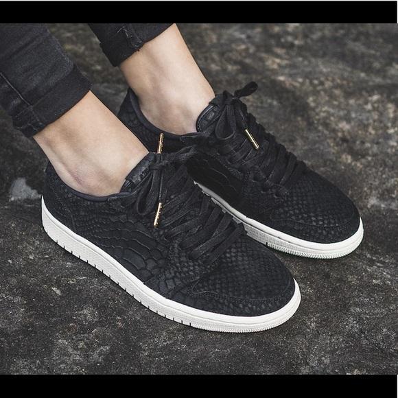 562b80950b6a17 🖤Black Nike Air Jordan 1 Retro Low NS Women Shoes